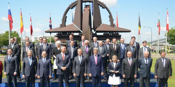 reuniune NATO